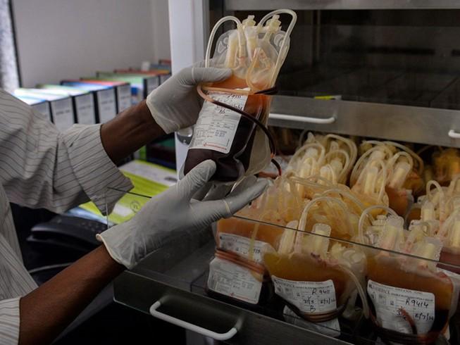 Hơn 2.000 người bị truyền máu nhiễm HIV ở Ấn Độ