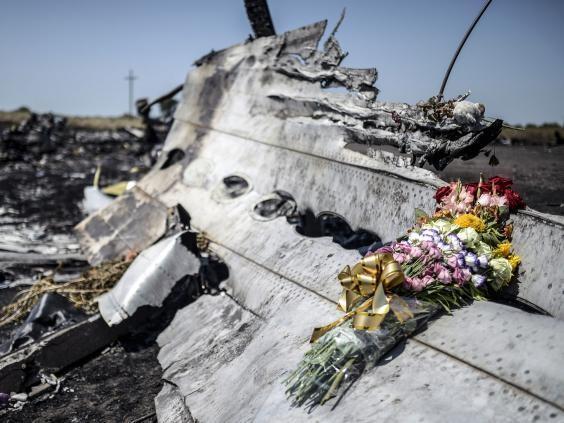 Công bố hình ảnh mảnh vỡ tên lửa Nga tại điểm rơi của MH17