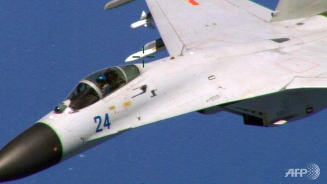 Chiến đấu cơ Trung Quốc quấy rối máy bay Mỹ với 'tốc độ cao'