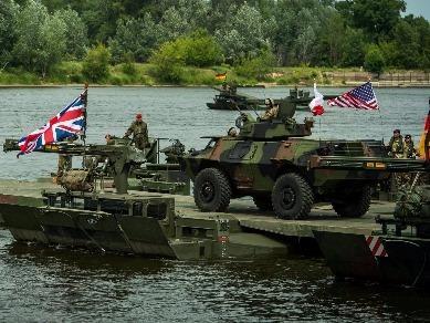 Ngoại trưởng Đức cảnh báo NATO 'hiếu chiến'