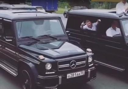 Mừng tốt nghiệp, điệp viên Nga diễu hành siêu xe trên phố