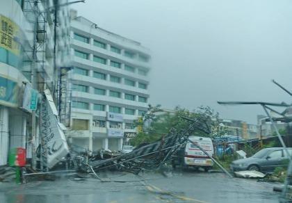 Đài Loan tan hoang vì siêu bão - quái thú 'Nepartak'