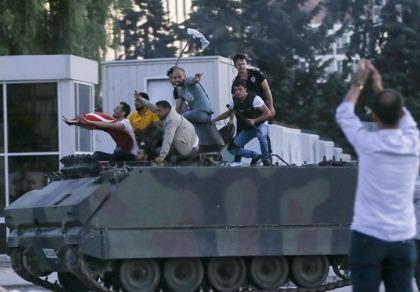 Thổ Nhĩ Kỳ giải thoát tham mưu trưởng, 34 tướng tá bị bắt vì đảo chính