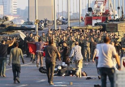 Quân đảo chính Thổ Nhĩ Kỳ đề nghị đàm phán, xin đầu hàng