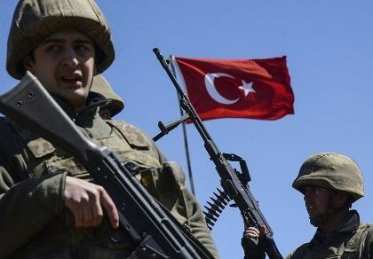 Thổ Nhĩ Kỳ dùng 'bàn tay sắt' thay máu truyền thông và quân đội