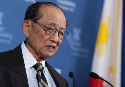 Cựu tổng thống Philippines đến Trung Quốc hàn gắn quan hệ