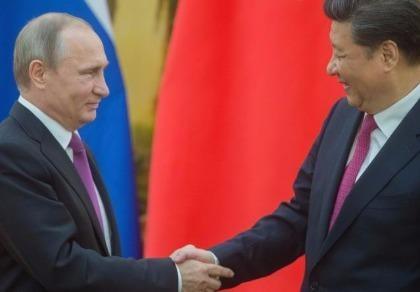 Tổng thống Putin tận tay tặng kem cho ông Tập Cận Bình