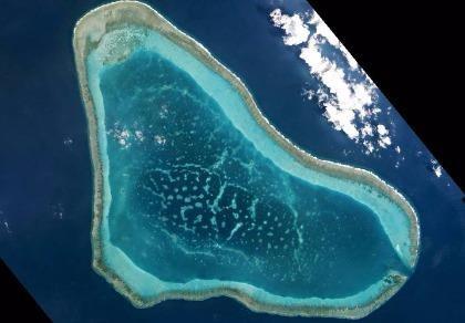 Máy bay Philippines phát hiện tàu Trung Quốc chở cát đến Scarborough