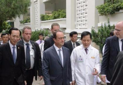 Tổng thống Pháp đến thăm Viện Tim TP.HCM