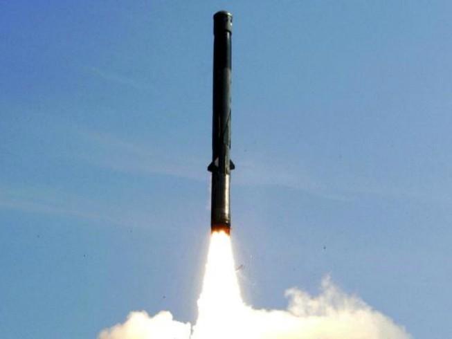 Ấn Độ đưa 100 tên lửa siêu thanh áp sát Trung Quốc