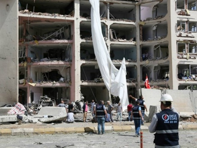 Nổ xe chở lính Thổ Nhĩ Kỳ, 8 người bị thương