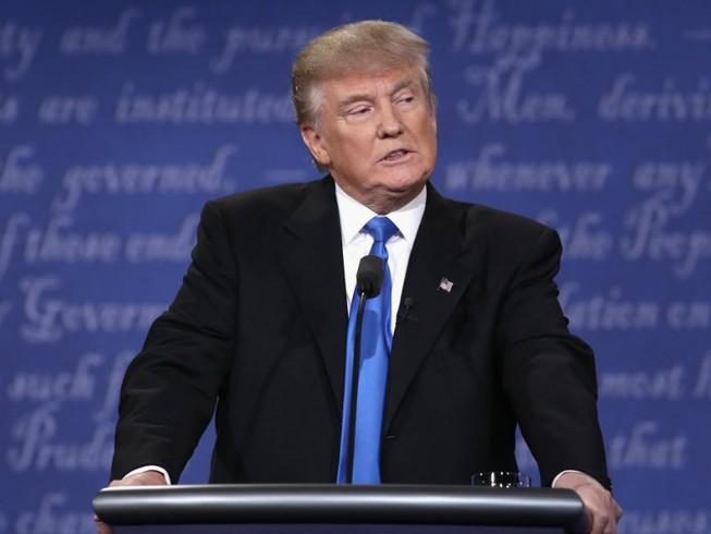 Donald Trump phàn nàn micro tranh luận 'có vấn đề'