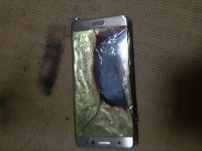 Samsung Galaxy Note 7 bốc cháy, máy bay Mỹ sơ tán
