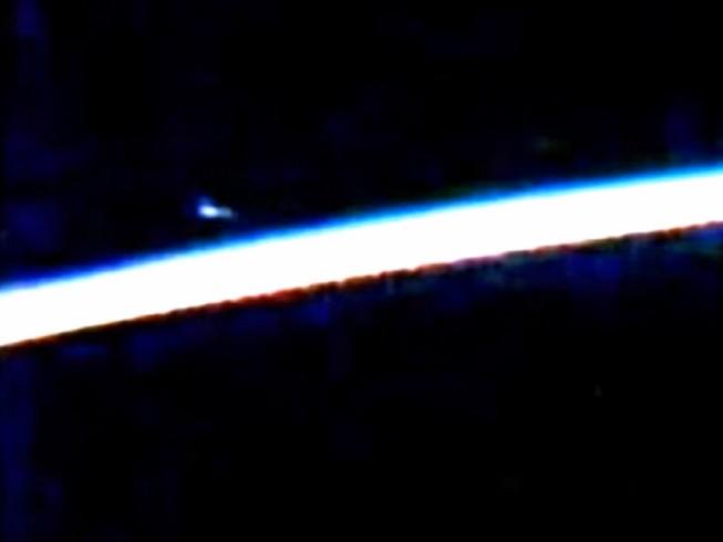 NASA che giấu giả thuyết UFO áp sát trạm không gian?