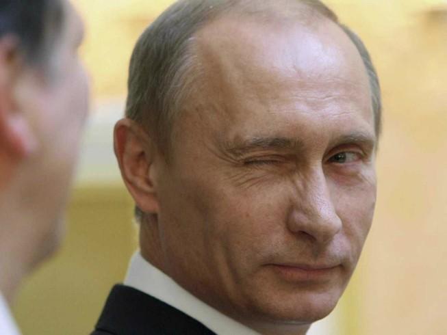 Kremlin phủ nhận quan chức Nga đưa người thân về nước