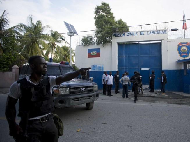 174 tù nhân cướp vũ khí, vượt ngục hàng loạt