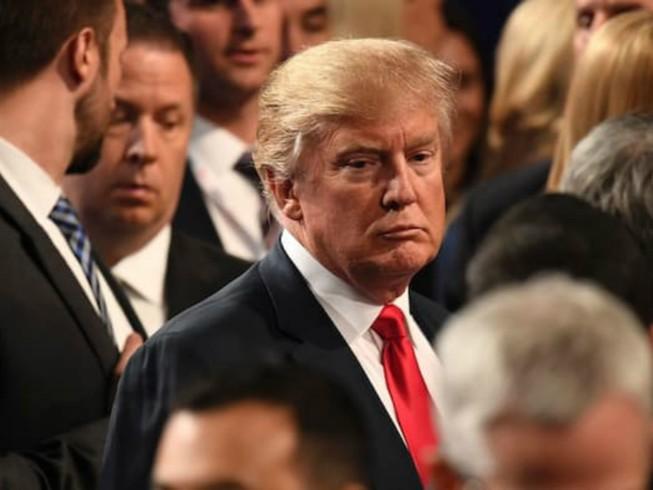 Clinton mỉa mai Trump đã 'thua cuộc' lại còn 'cay cú'