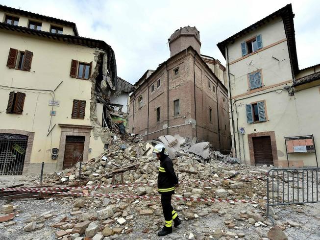 Động đất gây chấn động lan đến tận thủ đô nước Ý