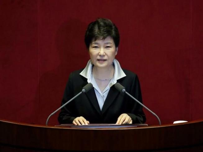 Bắt giữ khẩn cấp hai cựu phụ tá của tổng thống Hàn Quốc