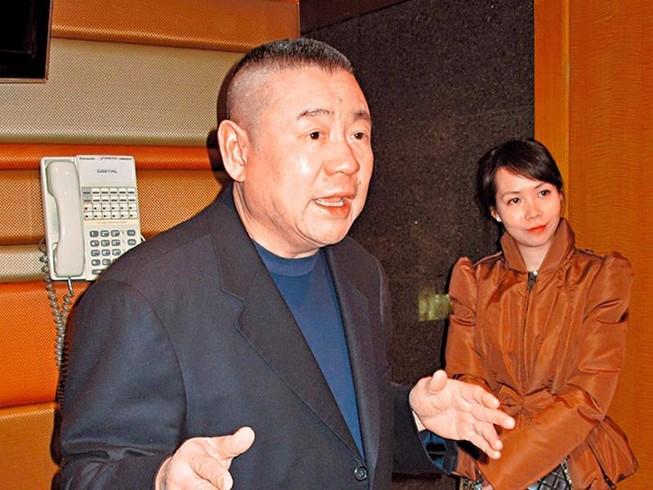 Tỉ phú Hong Kong ly dị, tặng vợ 400 triệu USD