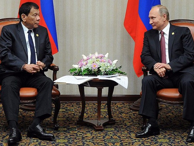Duterte gặp Putin: Phương Tây gây chiến, sợ tham chiến