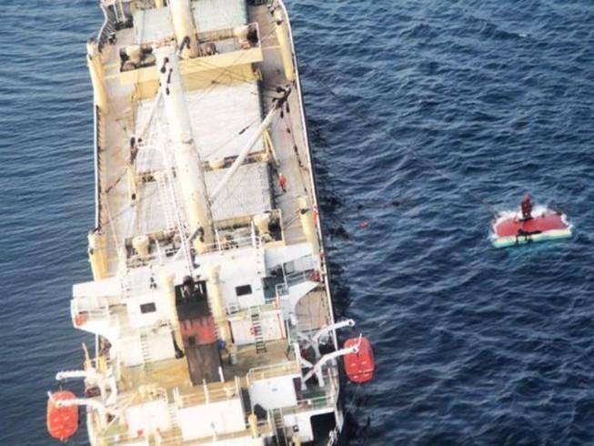 Tàu Indonesia đâm tàu hàng Việt Nam, 15 người mất tích