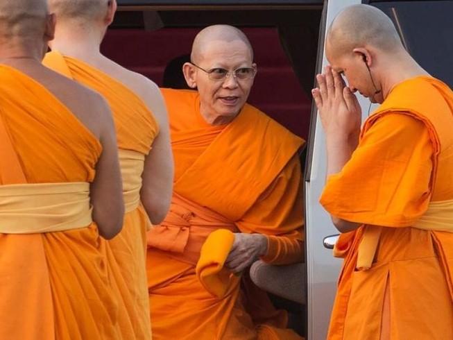 Cảnh sát Thái Lan ra tối hậu thư 6 ngày cho sư trụ trì