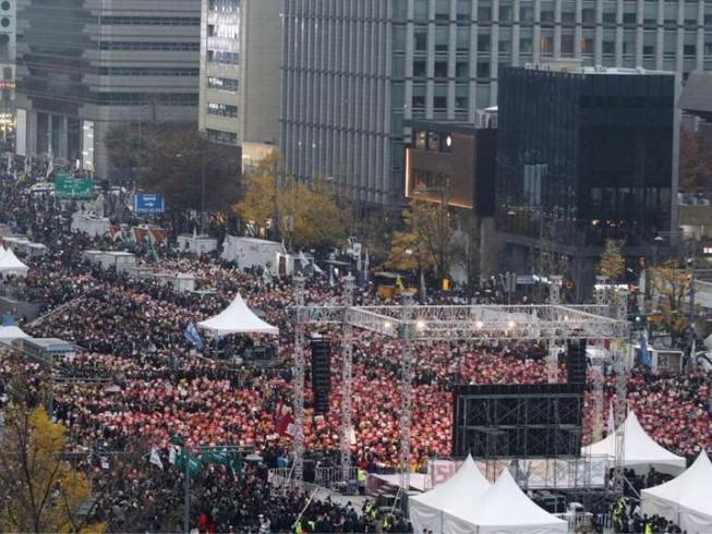 Hơn 1,5 triệu người Hàn Quốc xuống đường biểu tình
