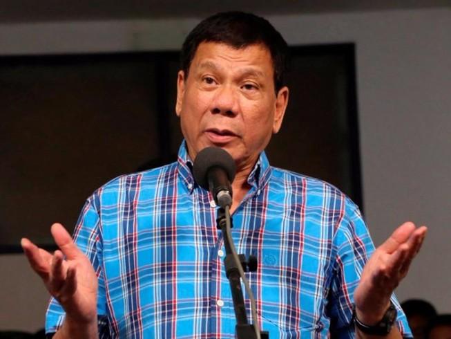 Ông Duterte thừa nhận từng trêu đùa các nữ cảnh sát