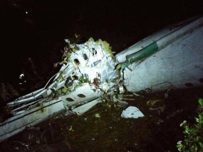 Hình ảnh hiện trường máy bay rơi chở đội bóng Brazil
