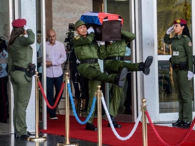 Đưa lãnh tụ Fidel Castro về nơi an nghỉ cuối cùng