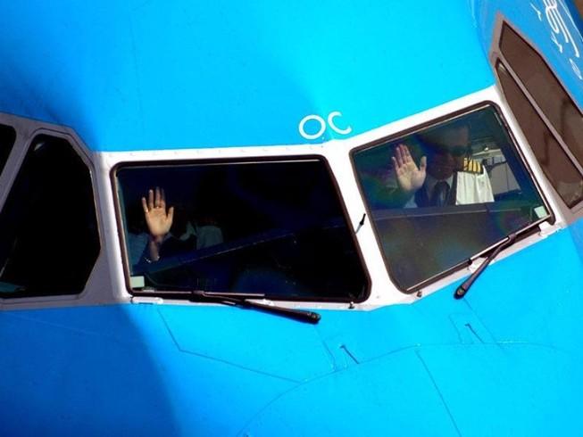 Phi công người Canada say xỉn, bất tỉnh trong buồng lái