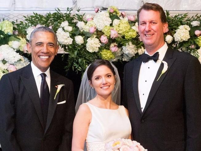 Ông Obama làm phù rể trong đám cưới nhân viên