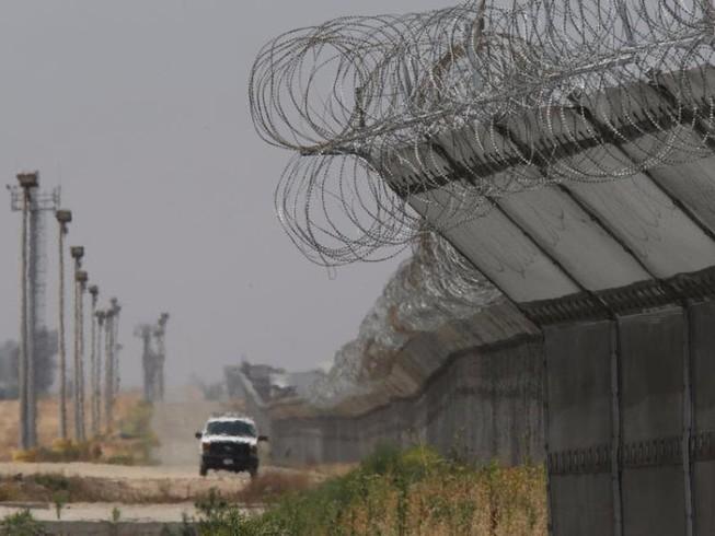 Trump sẽ tốn 8 tỉ đô để xây tường biên giới với Mexico?