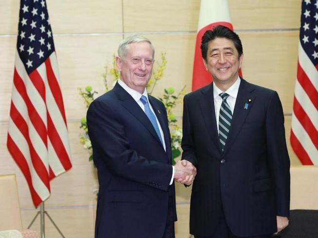 Bộ trưởng Quốc phòng Mỹ hứa 'kề vai sát cánh' với Nhật