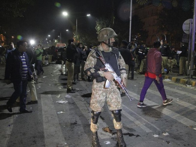 Đánh bom tự sát tại Pakistan, 13 người thiệt mạng
