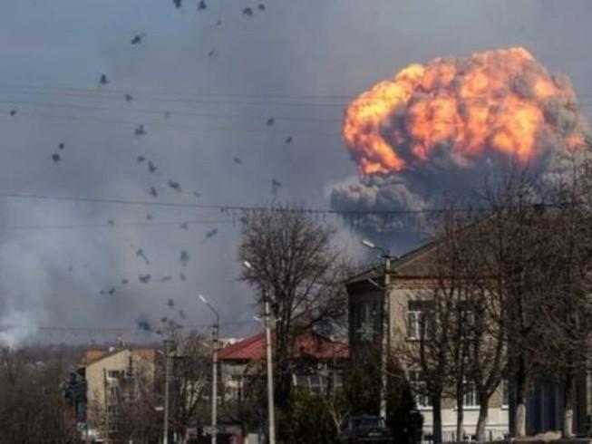 Nổ lớn tại kho đạn dược Ukraine gần vùng chiến sự