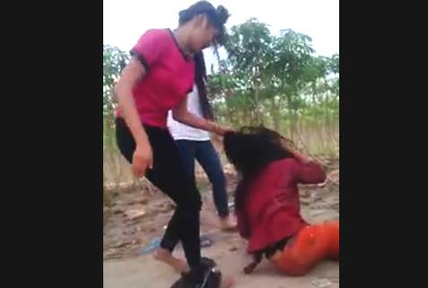 Nữ sinh lớp 8 bị đánh hội đồng dã man