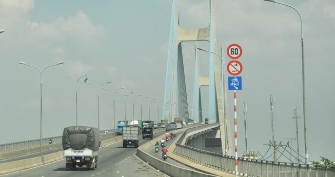 Đếm xe qua cầu Phú Mỹ