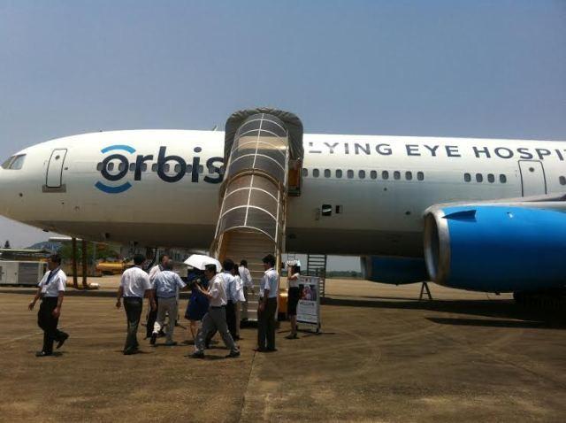 Bệnh viện bay Orbis đến Huế phẫu thuật cho bệnh nhân nghèo
