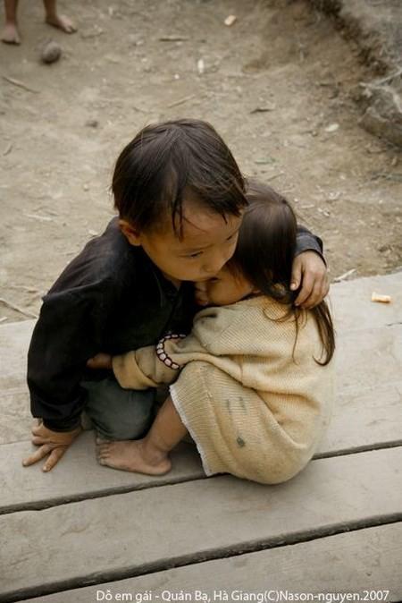 Bức ảnh chụp hai em bé của Na Sơn gây 'sốt' cả thế giới