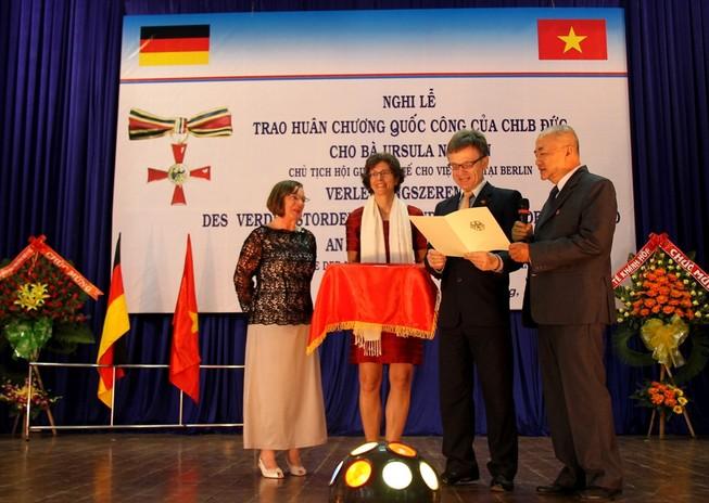 Trao huân chương cao quý cho người phụ nữ Đức lấy chồng Việt