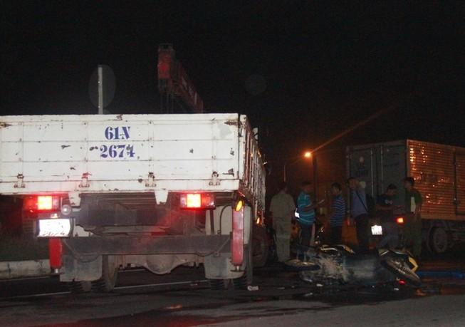 Va chạm giao thông ngã xuống đường, bị xe tải tông chết