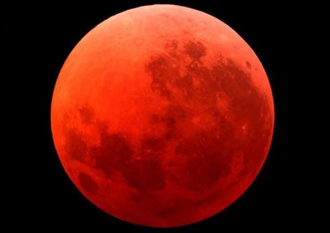 'Mặt trăng máu' tháng 9 sẽ kéo theo động đất hủy diệt loài người?