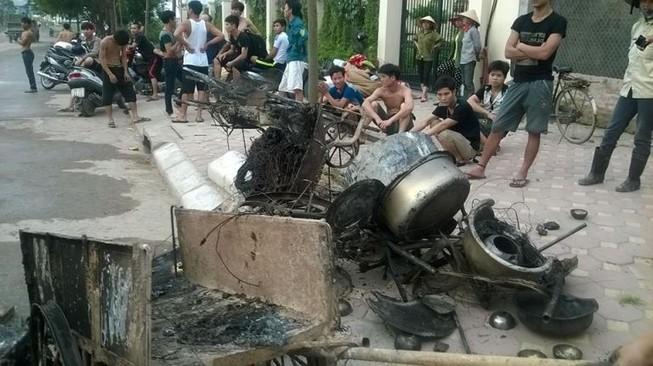 Cháy khủng khiếp trong đêm ở khu lán công nhân, 4.000 người tháo chạy