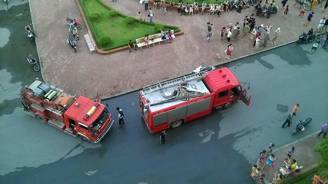 Cháy căn hộ chung cư ở tầng 13, người dân hoảng loạn