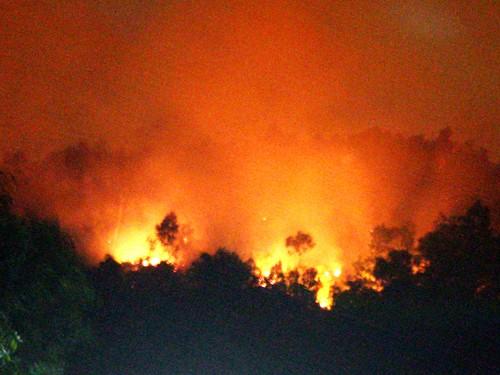 Cháy lớn, 6 hộ dân mất tiêu 2 tỉ đồng