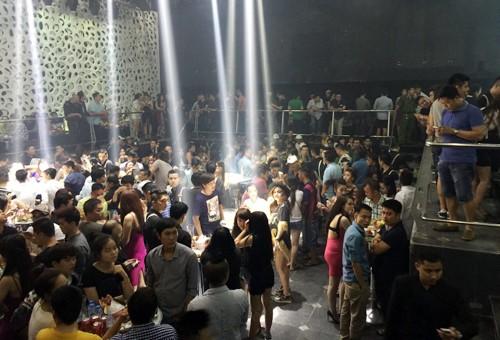 Gần 250 khách chơi nhốn nháo khi cảnh sát ập vào kiểm tra