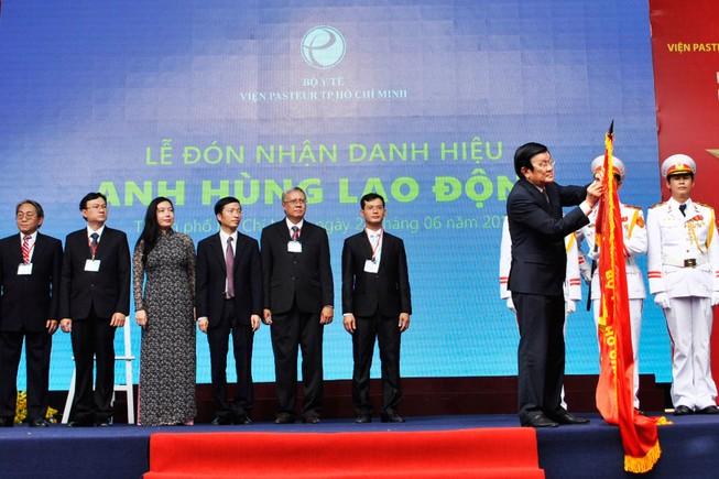 Viện Pasteur TP.HCM đón nhận danh hiệu Anh hùng lao động