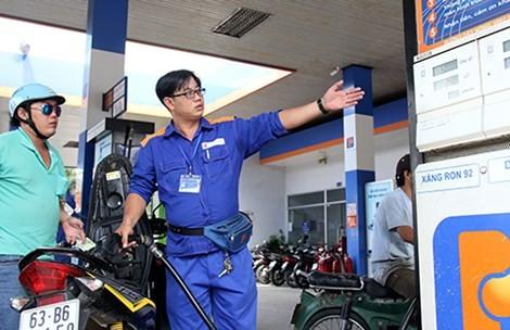 Giá xăng giảm gần 770 đồng/lít từ 15 giờ hôm nay
